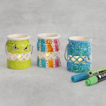 Lanternor av porslin dekorerade med glas- och porslinstusch