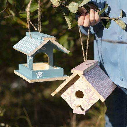 Egentillverkade fågelbord/hus målade med hobbyfärg och dekorerade med Plus Color tusch