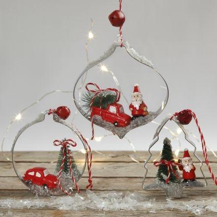 Juldekoration med minifigurer i kakformar