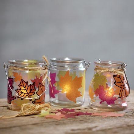Lanternor med utstansade blad