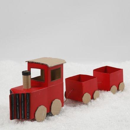 Jultåg av mjölkkartonger och återbrukspapp