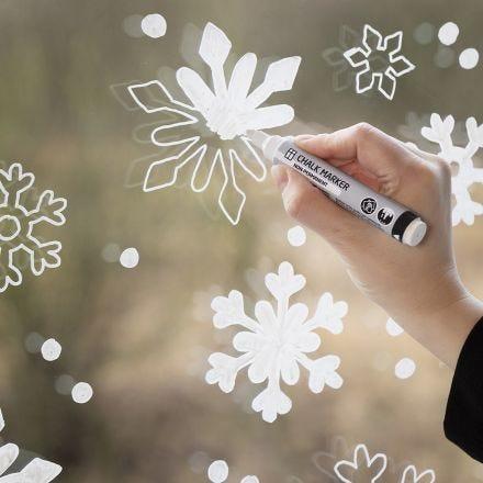Fönsterdekoration - snöflinga med krittusch