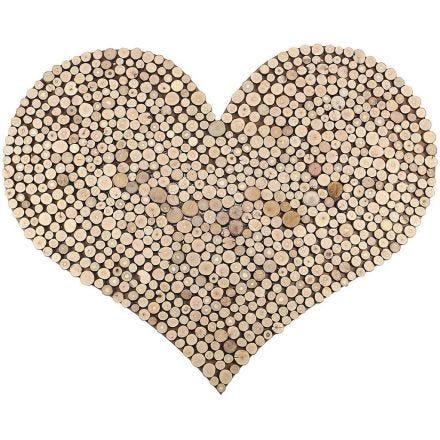 Stort hjärta med tätt mönster av träskivor