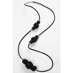 Halsband med knutar