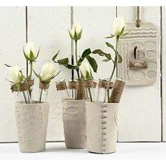 Vaser i självhärdande lera