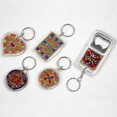 Nyckelringar och öppnare med rhinstenar