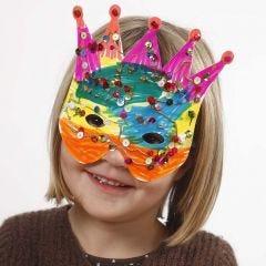 Pappmasker dekorerade med tusch och paljetter