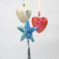 Frigolitstjärnor och hjärtan