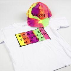 Neon textilfärg på T-shirt och keps