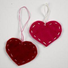 Hjärta av filt med stygn