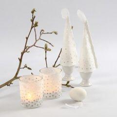 Stråsilkepapper som kjol på ljusglas och som äggvärmare