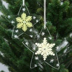 Akrylstjärnor, dekorerade med snöflingor av filt och ritad grafik