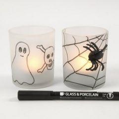 Frostat ljusglas med spindelväv och pålimmade spindlar