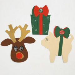 Juldekorationer gjorda av kartong med hjälp av schabloner