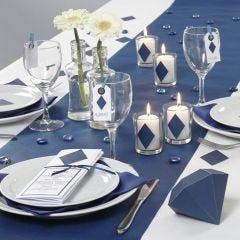Dukning i blått med dekorationer och menykort från Happy Moments