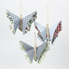 Origamifjäril av papper från Vivi Gade Design, london
