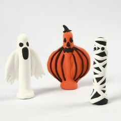 Figurer till Halloween, gjord med Silk Clay runt klädnypor