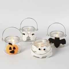 Lanternor till Halloween, dekorerad med figurer av Foam Clay