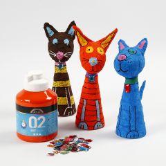 Djur av frigolit och gips, målade och dekorerade