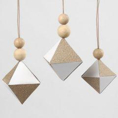 Vita diamantupphängen med fält av glittrigt kopparpapper