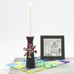 Målade ljusstakar, dekorerade med berlocker av rörpärlor