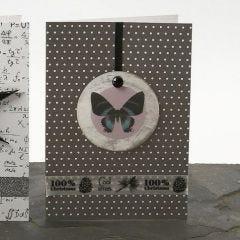 Kort, dekorerade med capizsnäcka och stickers