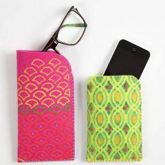 Etui av kraftig filt med textildekoration
