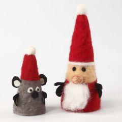 Nålfiltade julfigurer av kardadull och filt på frigolitkägla