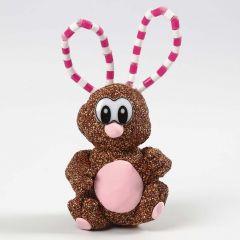 Hare av Foam Clay och Silk Clay med öron av piprensare och rörpärlor