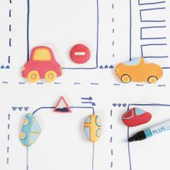 Bilar och trafikskyltar av självhärdande lera