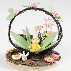 Miniatyrvärld med fé och blommor av Silk Clay