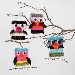 Vävda fåglar av maxi akrylgarn med detaljer av filt