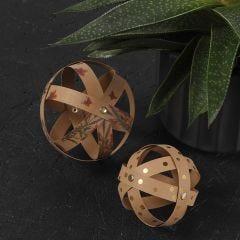 Dekorationskulor i läderpapper