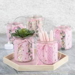 Ljusglas dekorerade med patchworktyg och velourband