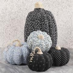 Pumpor av papp dekorerade med textildecoupage