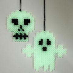 Självlysande spöke och kranium på pärlplatta