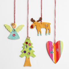 Juldekorationer av trä med rhinestones