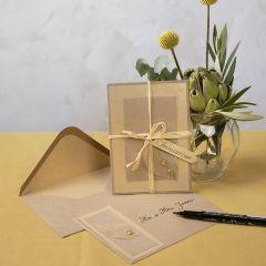 Inbjudningskort i kvistkartong med skelettblad som dekoration