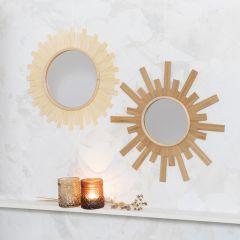 Spegel dekorerad som en sol med träfaner