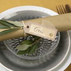Bordskort/placeringskkort av kvistkartong med skelettblad som dekoration
