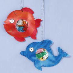Havets djur med plastskräp i magen