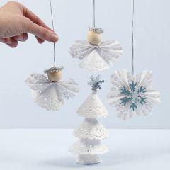 Juldekorationer av tårtpapper.