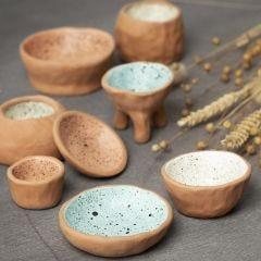 Så här modellerar du med knipteknik i självhärdande lera och dekorererar med stänkmålning