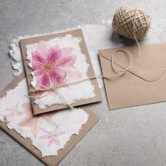Så här gör du handgjort papper med servettmotiv