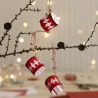 Jultrummor av designpapper dekorerade med bjällror