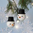 Julkula dekorerad som snögubbe
