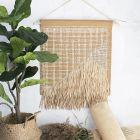 Väggdekoration av läderpapper, rörflätning/rotting och raffia pappersgarn