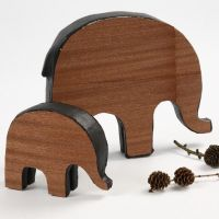 Elefanter med träfaner