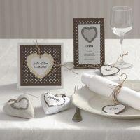 Inbjudning och kort med hjärta i trä