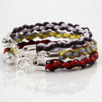 Armband, knutet efter den japanska knyttekniken, kumihimo